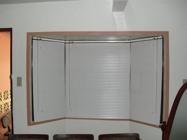 Venetian Blinds (Almond 305)