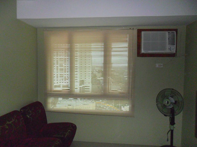 "Honeycomb Color of 1"" Slat Size Aluminum Mini Blinds"