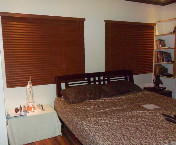 Cherrywood Fauxwood Blinds for Bedroom