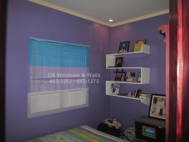 Violet room venetian blinds
