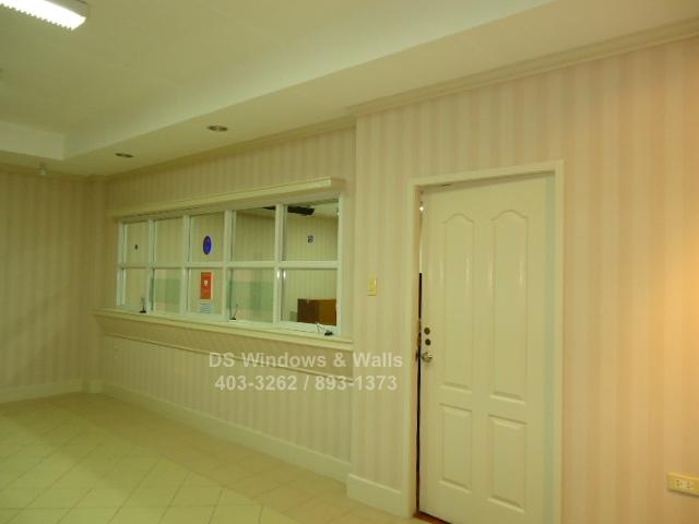 Vertical design wallpaper coverings
