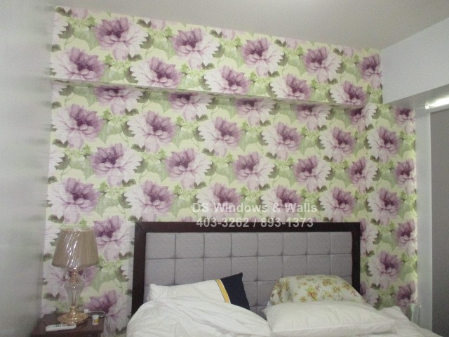 Violet floral wallpaper design
