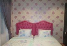 Wallpaper floral design bedroom